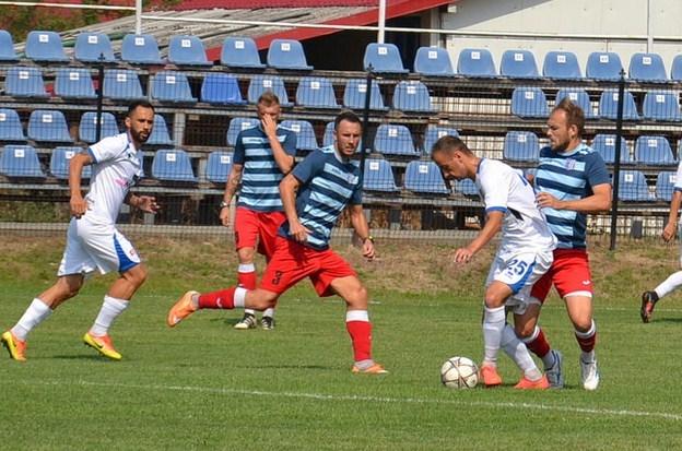 """Încălzire """"fratricidă"""" pentru Liga a 3-a: Șoimii Lipova - Național Sebiș  2-2 + foto"""