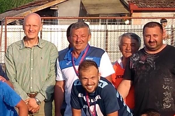 """Repetiție cu un nou trofeu pentru """"șoimi"""" în noua casă! Primarul Jichici punctează: """"Au adus onoare Lipovei, putem susține echipa și în Liga a 3-a"""""""